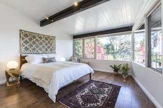 A Renovated Midcentury Home in L.A. With Timeless Details Asks $1.3M - Photo 11 of 14 -