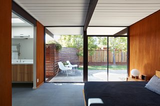 A Midcentury Eichler in San Mateo Is Turned Into a Functional Family Home - Photo 4 of 10 -