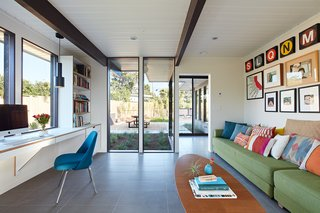 A Midcentury Eichler in San Mateo Is Turned Into a Functional Family Home - Photo 7 of 10 -