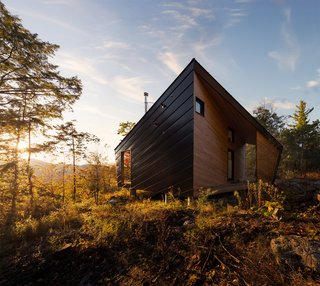 A Prefab Cabin in New Hampshire Is a Magnificent Mountain Retreat - Photo 3 of 18 -