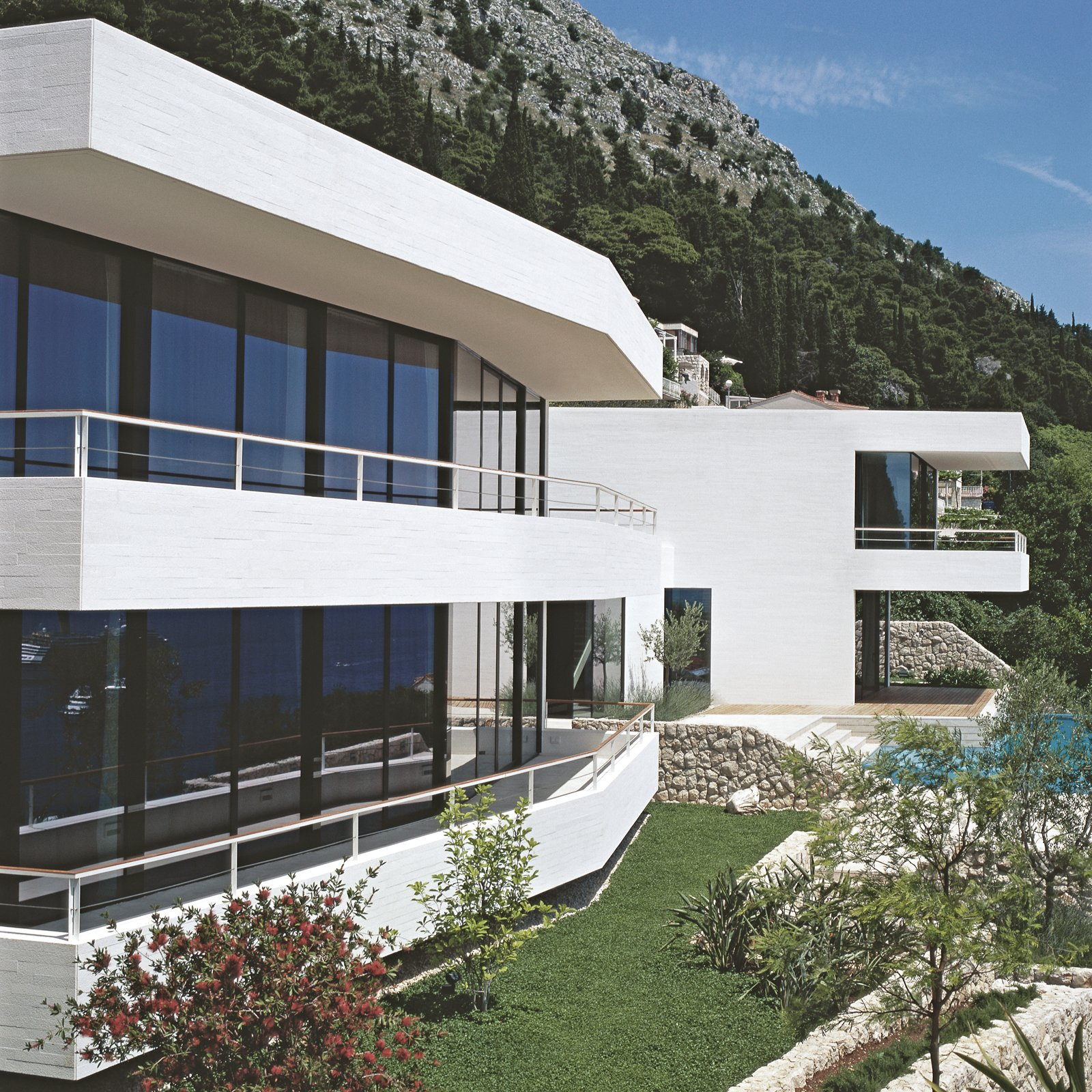 House U by 3LHD