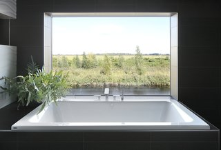 40 Modern Bathtubs That Soak In the View - Photo 25 of 40 -