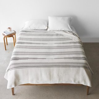 The Citizenry Abrigo Bed Blanket - Cream
