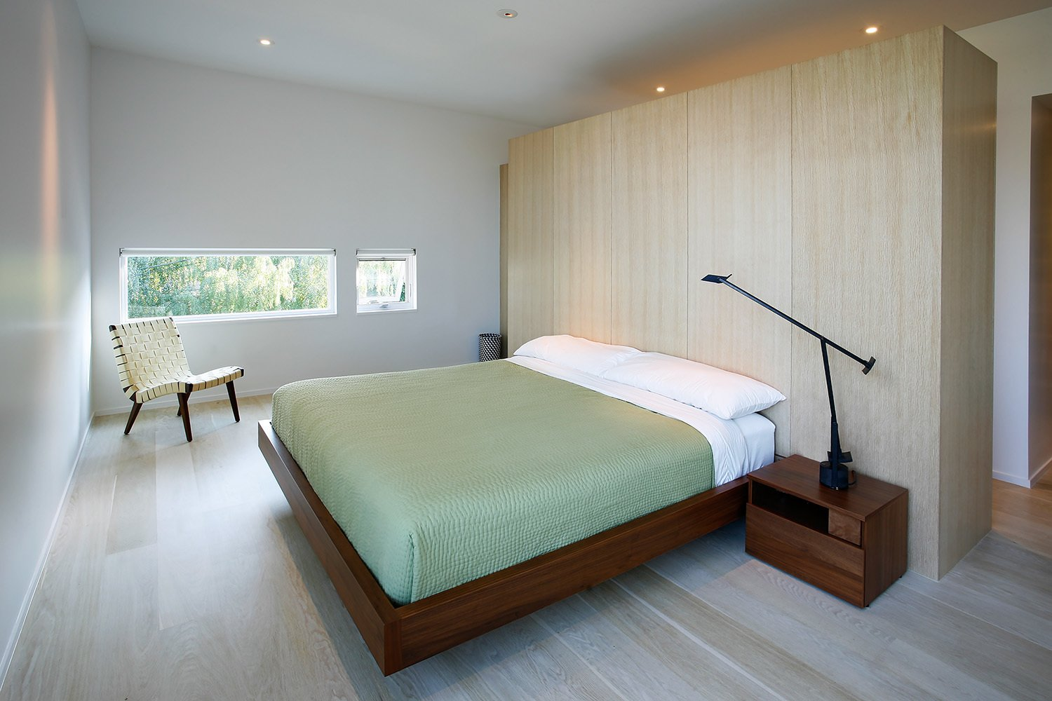 Bedroom  Cantilever House by Robert Hutchison Architecture