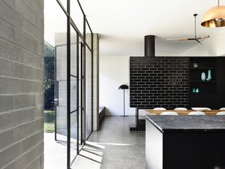 Old Meets New in This Modern Extension to an Edwardian House in Melbourne - Photo 8 of 10 -