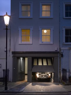 A Stunning Townhouse For Sale in a Historic London Neighborhood - Photo 1 of 11 -