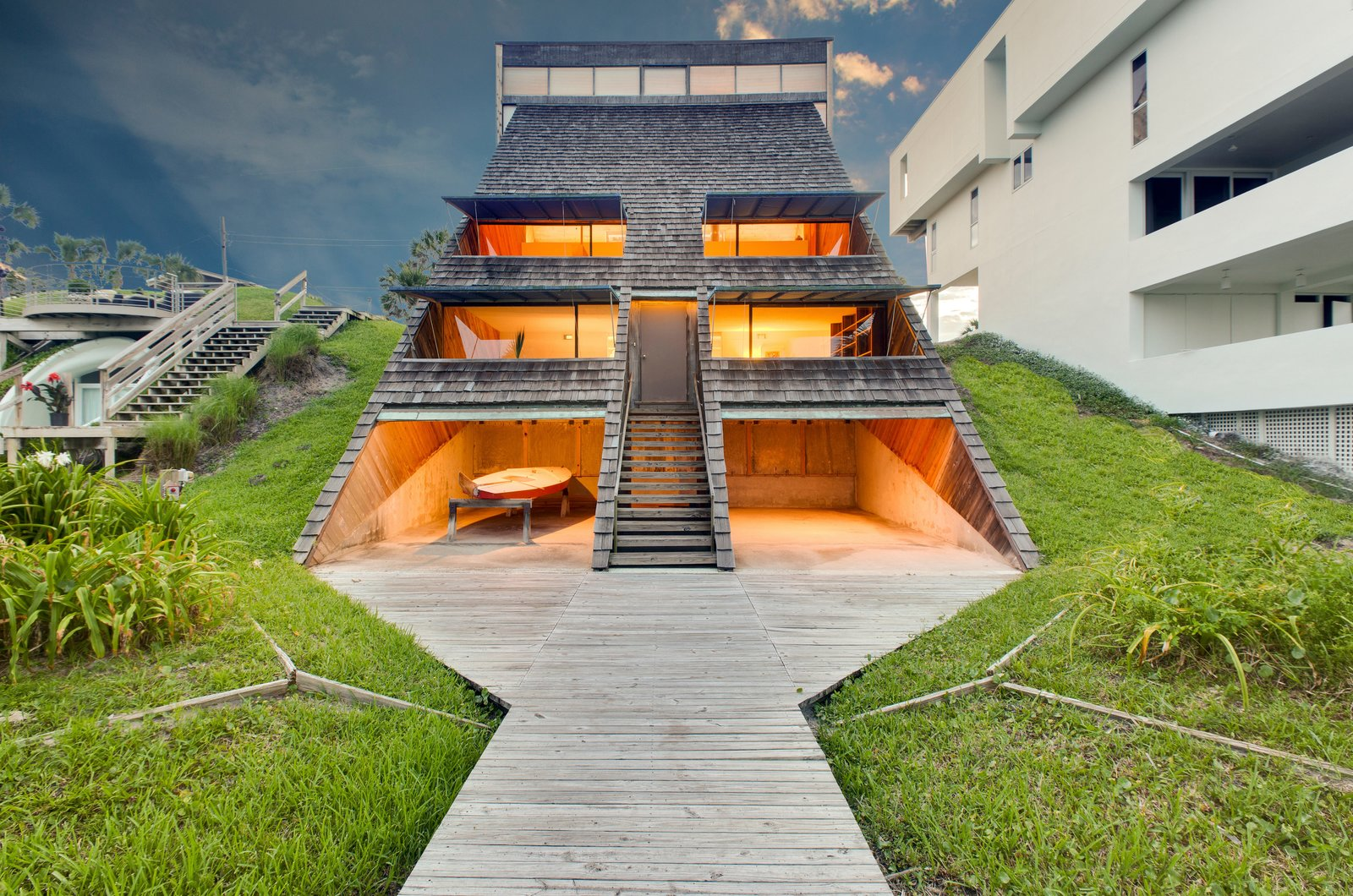 Outdoor and Back Yard  Photo 5 of 13 in A Renowned Florida Architect's Geometric Family Home Hits the Market For the First Time