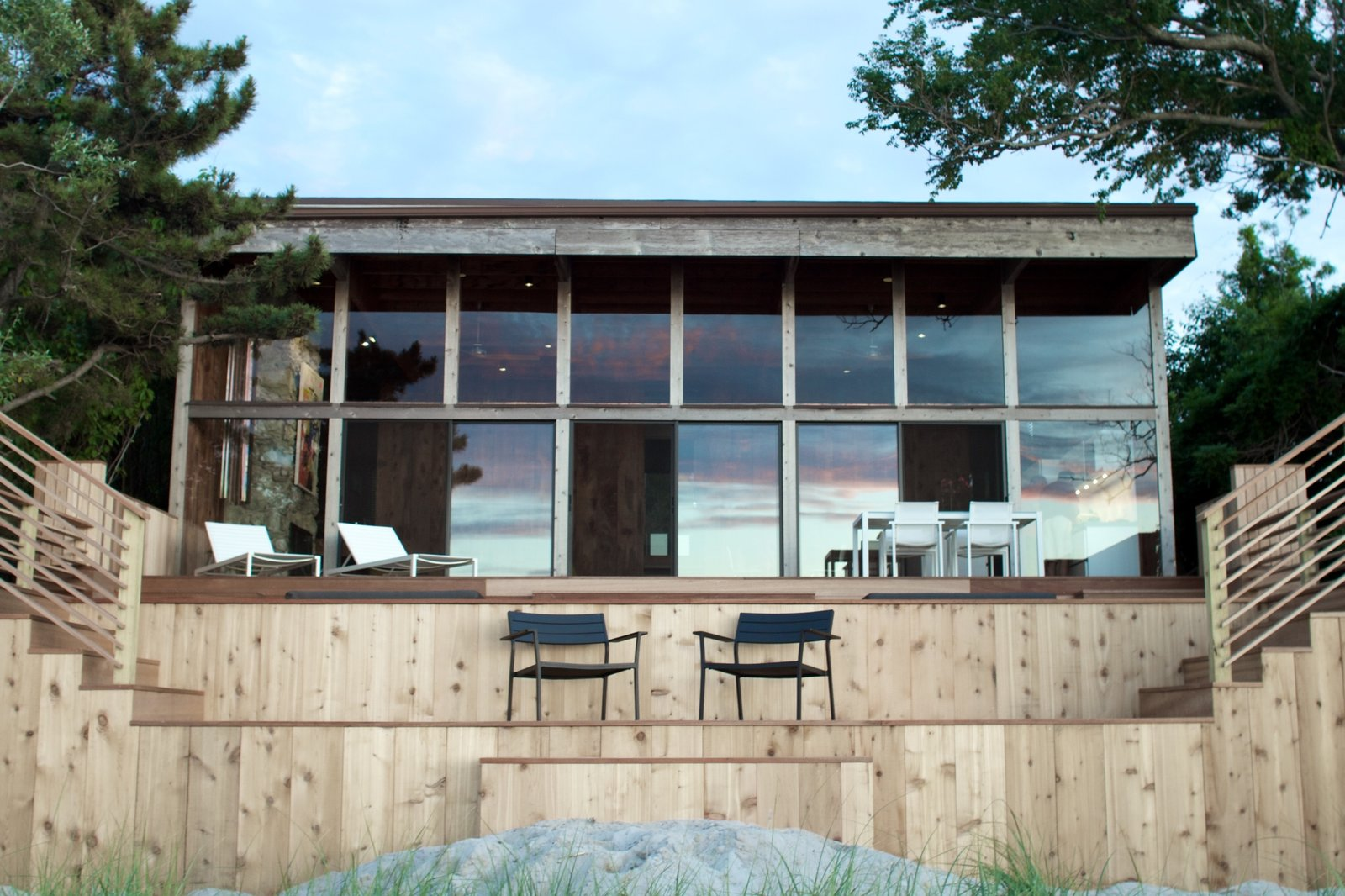 Photo 8 of 10 in A Respectfully Renovated Modern Beach House on Fire Island Asks $1.8M