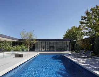 See How Sliding-Glass Pavilions Transformed a Renovated Melbourne Home - Photo 4 of 10 -