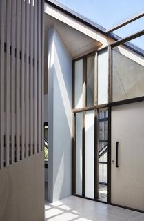 An Edgy Slatted Facade Conceals a Striking Indoor/Outdoor Home in Brisbane - Photo 2 of 11 -