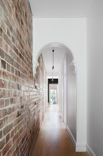 A Streamlined Addition Revives a Gloomy Victorian in Sydney - Photo 2 of 8 -