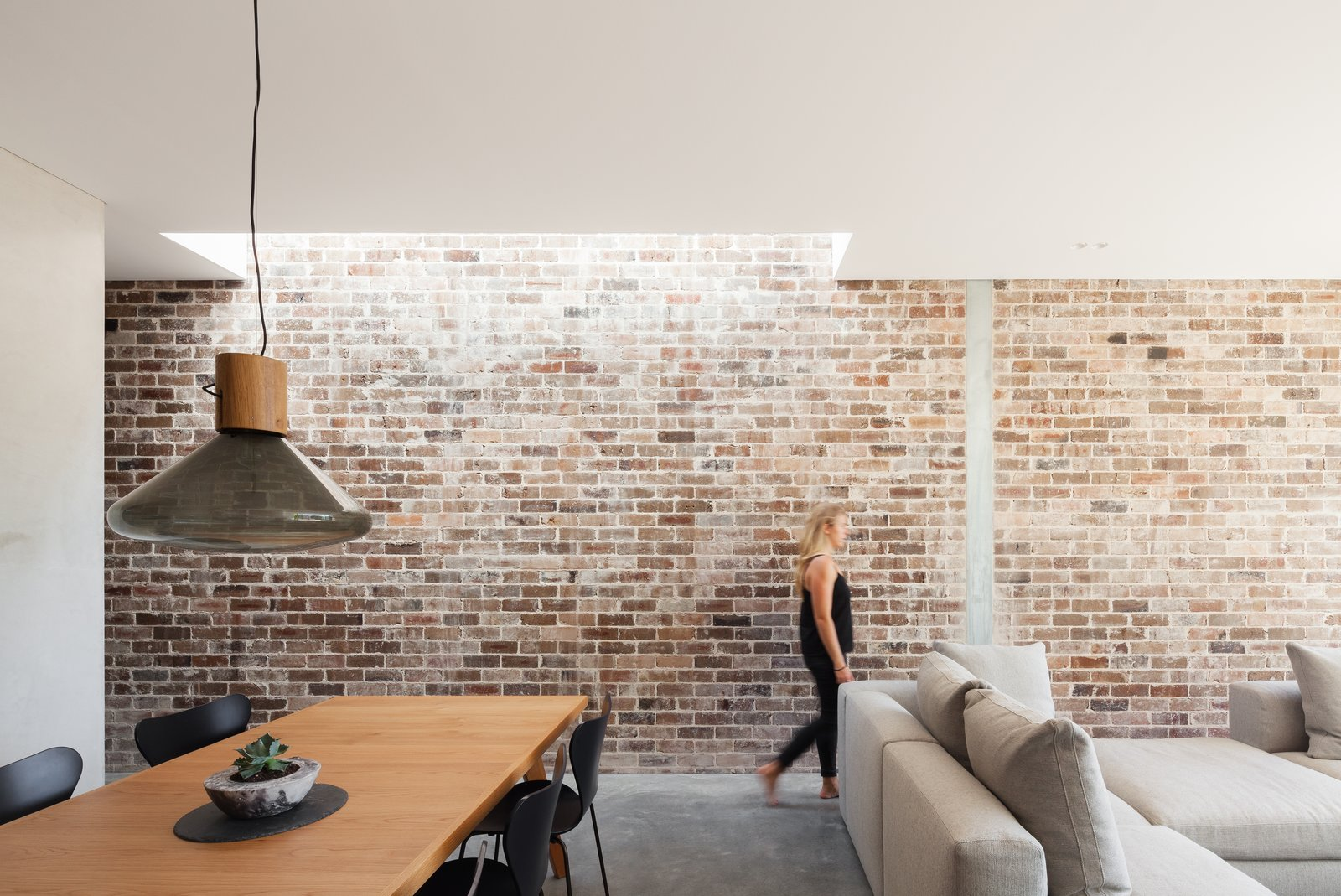 A Streamlined Addition Revives a Gloomy Victorian in Sydney