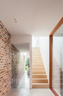 A Streamlined Addition Revives a Gloomy Victorian in Sydney - Photo 4 of 8 -