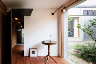 Find Out How a Japanese Architect Created a Fluid Live/Work Space For a Photographer - Photo 5 of 12 -