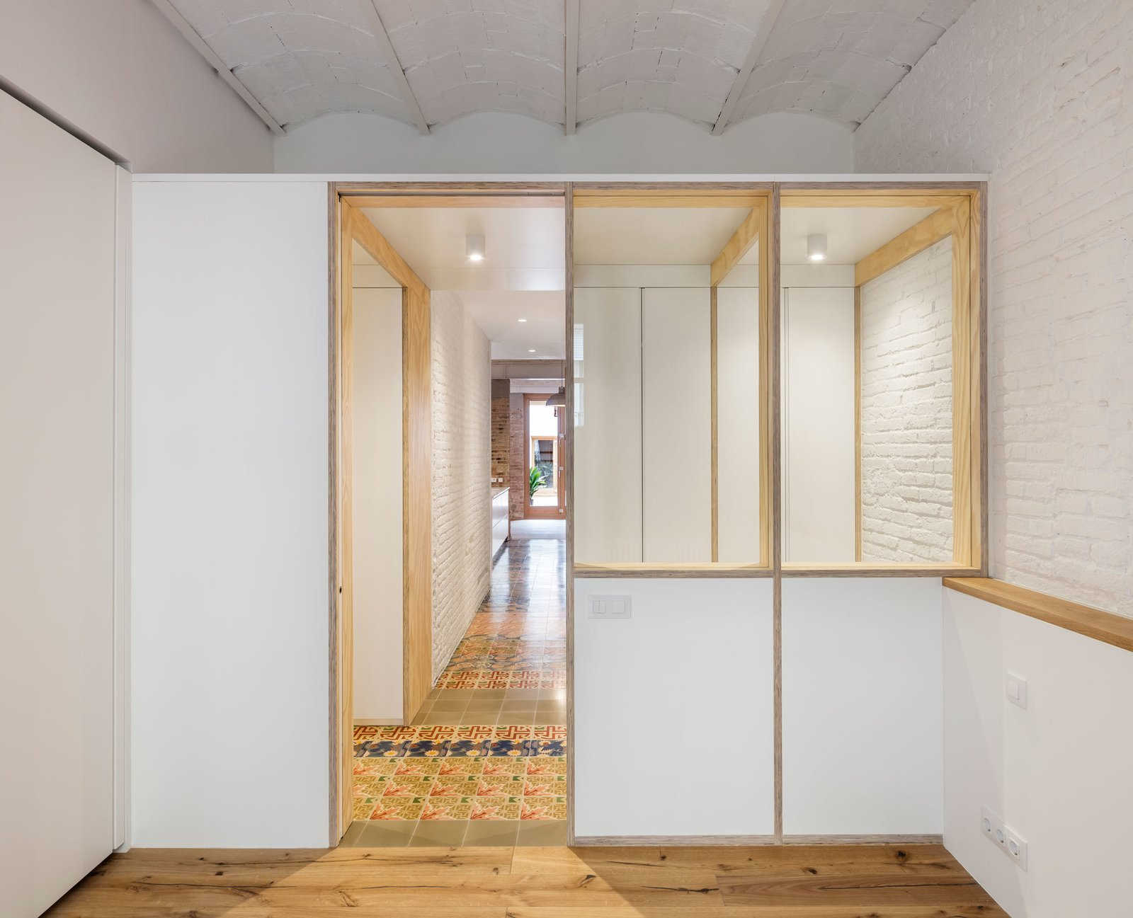 Doors, Interior, and Wood  Photo 12 of 14 in A Dramatic Apartment Renovation in Barcelona Features Salvaged Tile and Brick