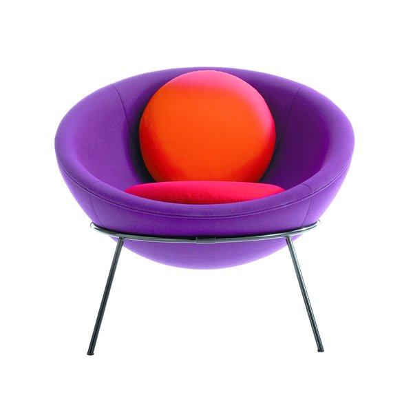 Modern Master Lina Bo Bardi's Bowl Chair Makes a Comeback - Photo 8 of 10 -