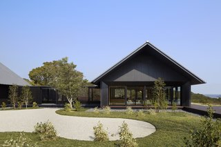A Sleek Resort in a Japanese National Park Reinterprets Tradition - Photo 8 of 9 -