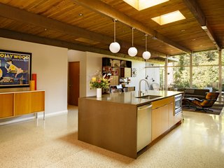 Reinvigorating a Classic Midcentury Home in Portland - Photo 2 of 7 -
