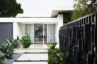 A Melbourne Midcentury Gets a Palm Springs-Inspired Revival - Photo 1 of 12 -