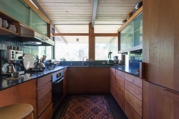 Hole Up in This Quintessential Midcentury Modern Rental in Hollywood - Photo 7 of 12 -