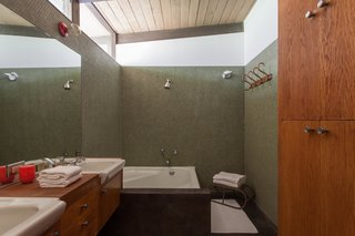 Hole Up in This Quintessential Midcentury Modern Rental in Hollywood - Photo 6 of 12 -