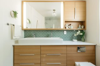 What's the Best Way to Save Space in a Small Bathroom? - Photo 3 of 14 -