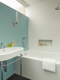 What's the Best Way to Save Space in a Small Bathroom? - Photo 13 of 14 -
