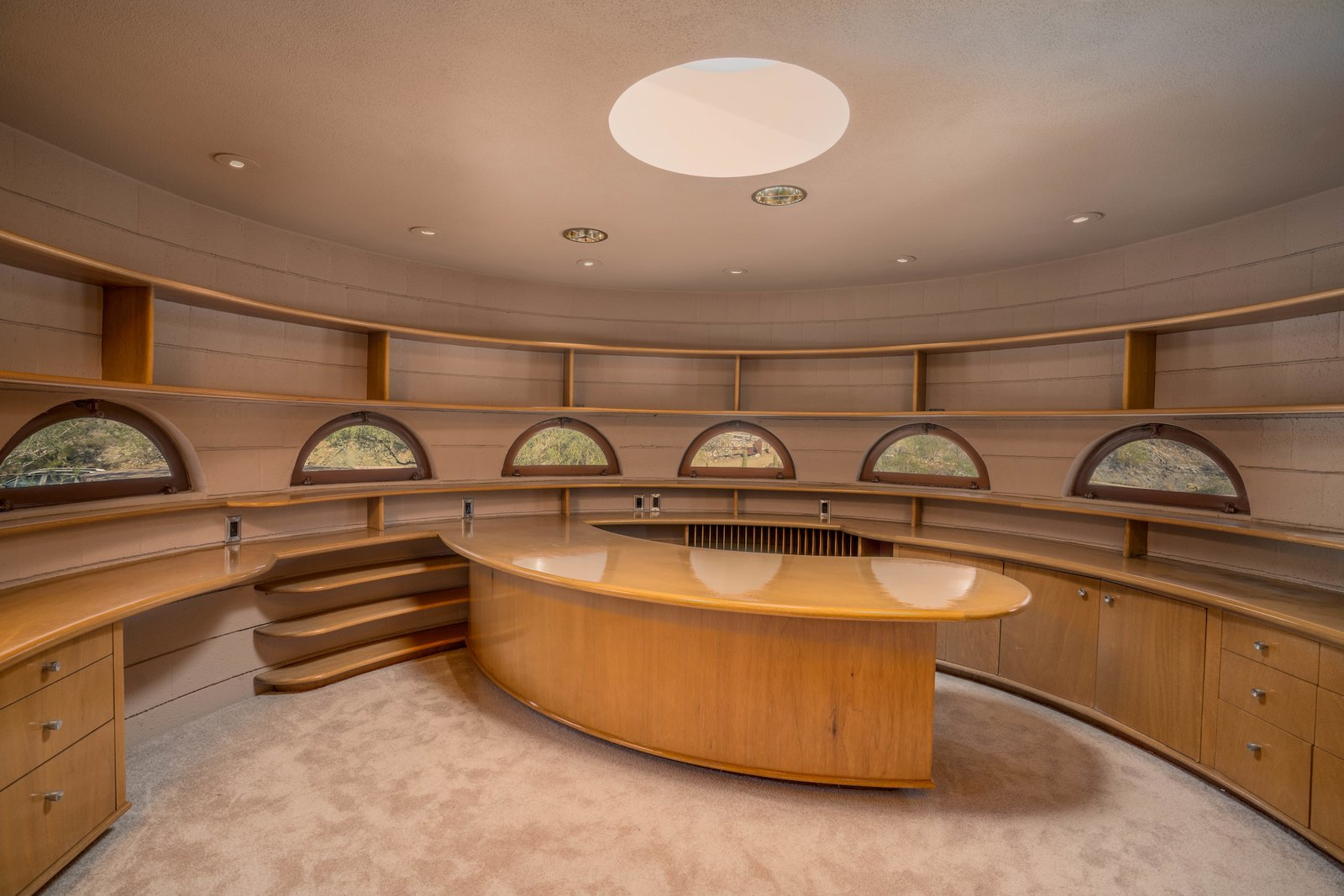 Dining Room, Shelves, Bar, Recessed Lighting, and Storage  Photo 10 of 15 in The Last House Designed by Frank Lloyd Wright Is Being Auctioned Without Reserve