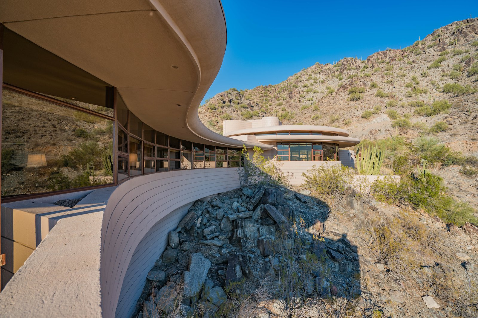 Exterior and House Building Type  Photo 2 of 15 in The Last House Designed by Frank Lloyd Wright Is Being Auctioned Without Reserve