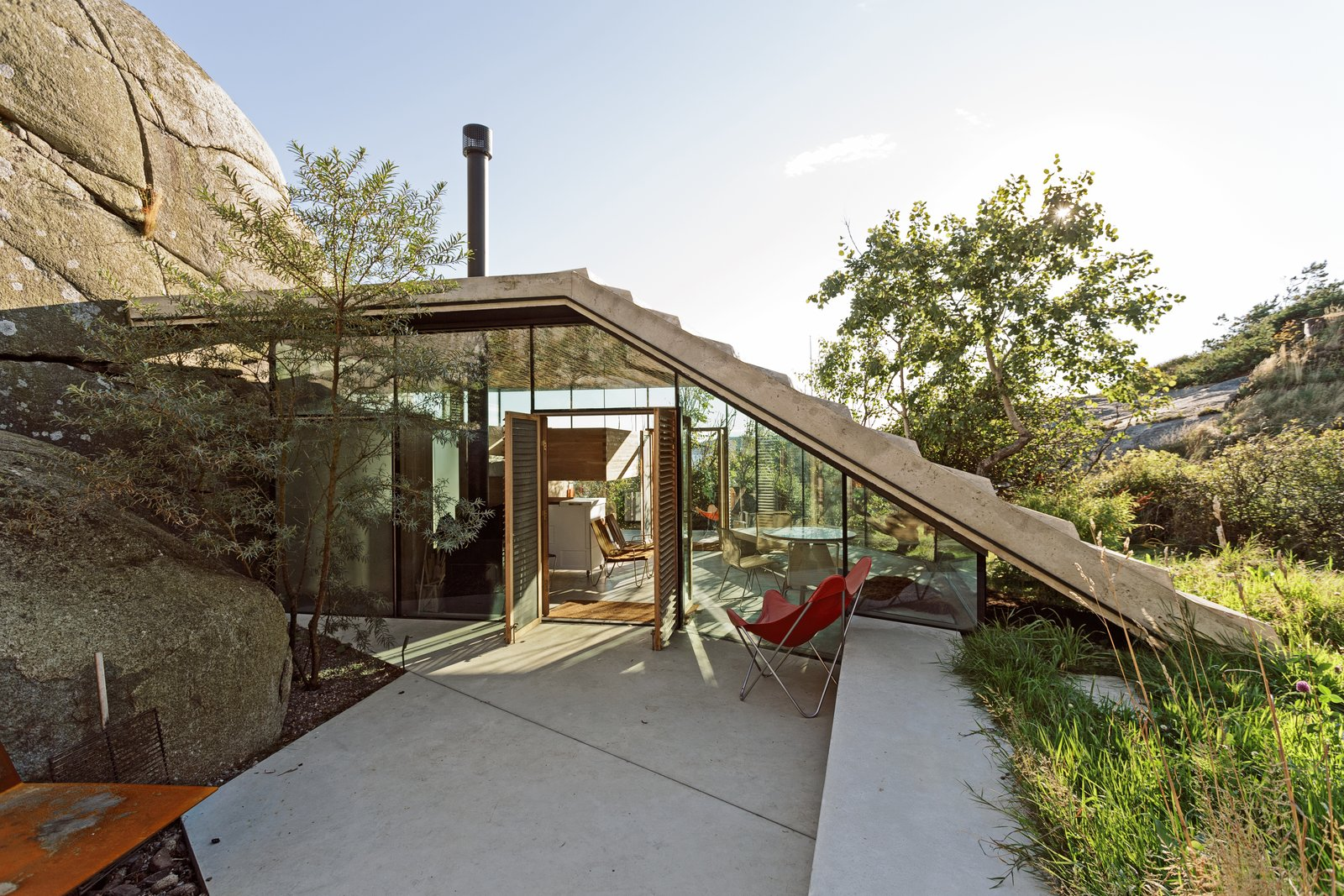 Outdoor, Concrete, Shrubs, Slope, Boulders, and Trees  Outdoor Boulders Trees Photos from This Norwegian Cabin's Roof Doubles as an Observation Deck