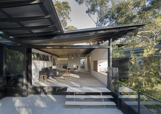 An Arresting Australian Abode by Glenn Murcutt Needs a Buyer - Photo 3 of 8 -
