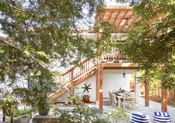 An Elegant Redwood Deck Transforms the Exterior of a '70s Home