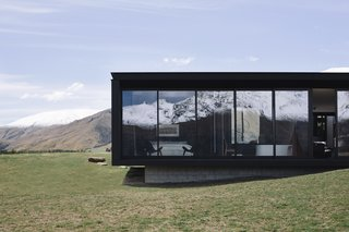 A Striking Black House Appears to Float in the New Zealand Mountains