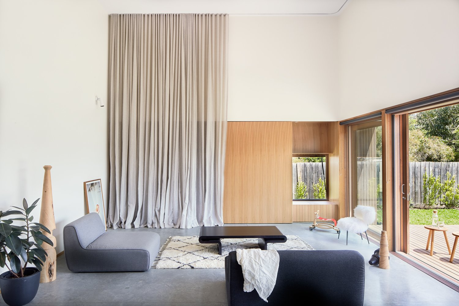 A Nuanced Rear Addition in Melbourne Amps Up an Indoor/Outdoor Connection
