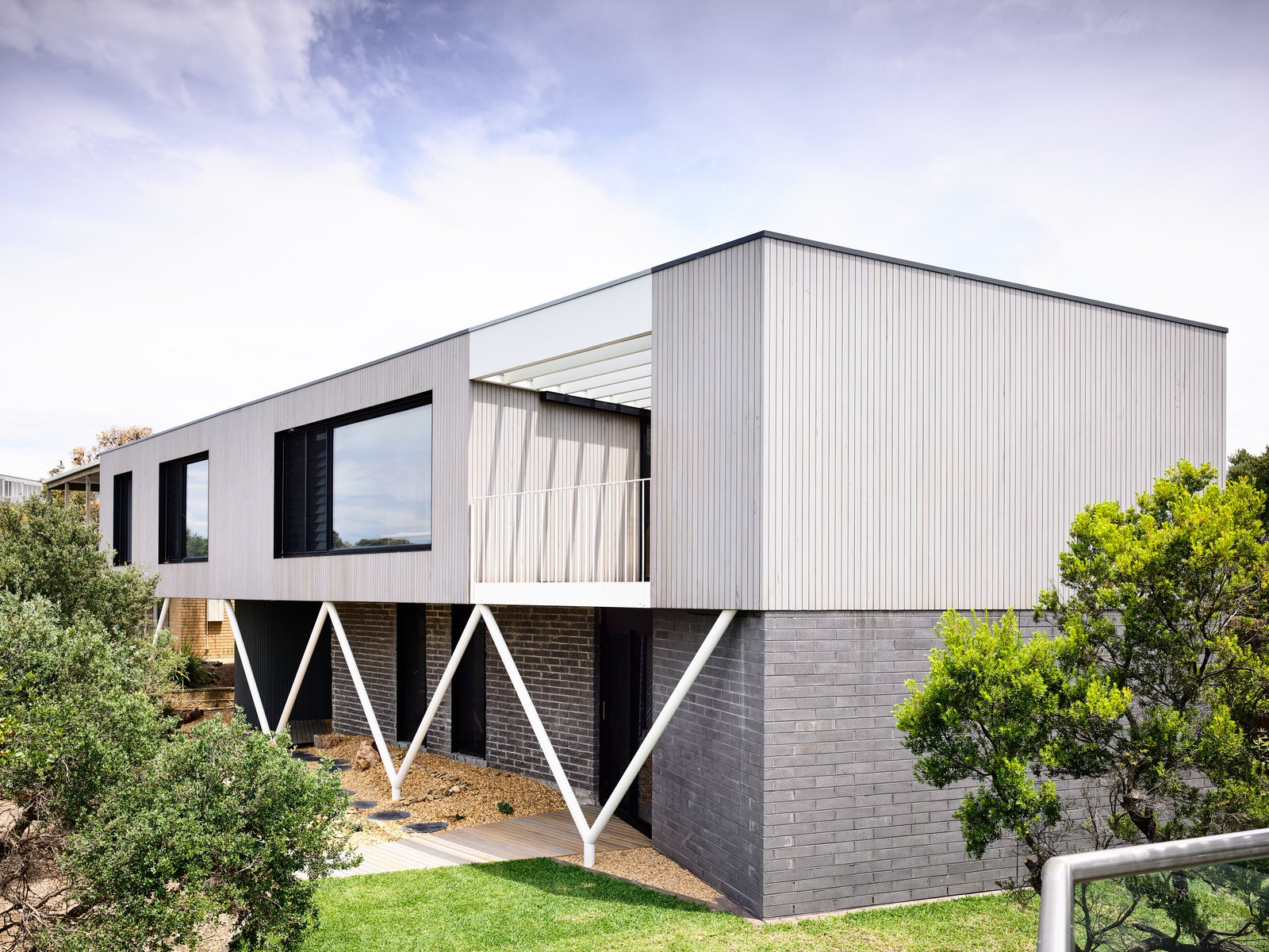 """An '80s Beach House in Australia Goes From """"Blah"""" to Beautiful"""
