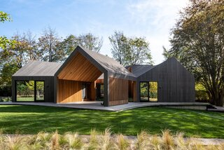 An Undulating Roof Flows Across the Barn-Like Modules of a Striking Long Island Home