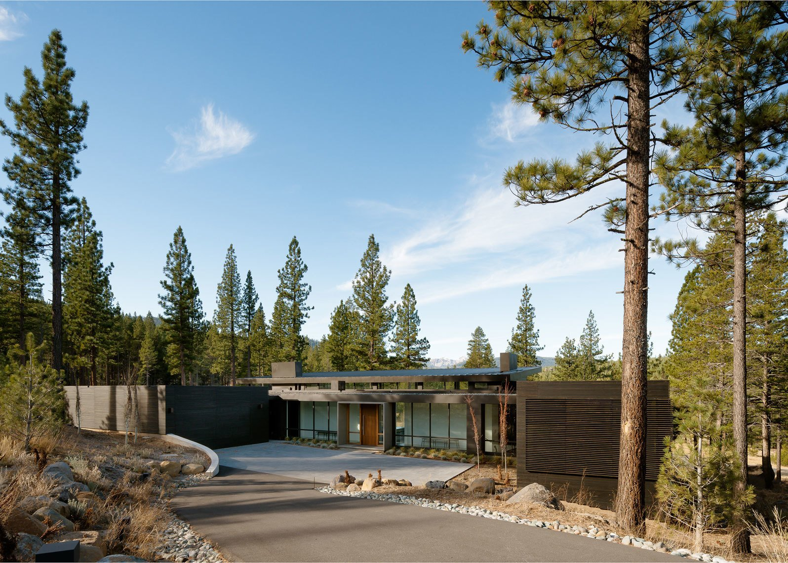 Outdoor, Front Yard, Trees, Shrubs, and Boulders Entry  Martis Camp Residence 1 by John Maniscalco Architecture