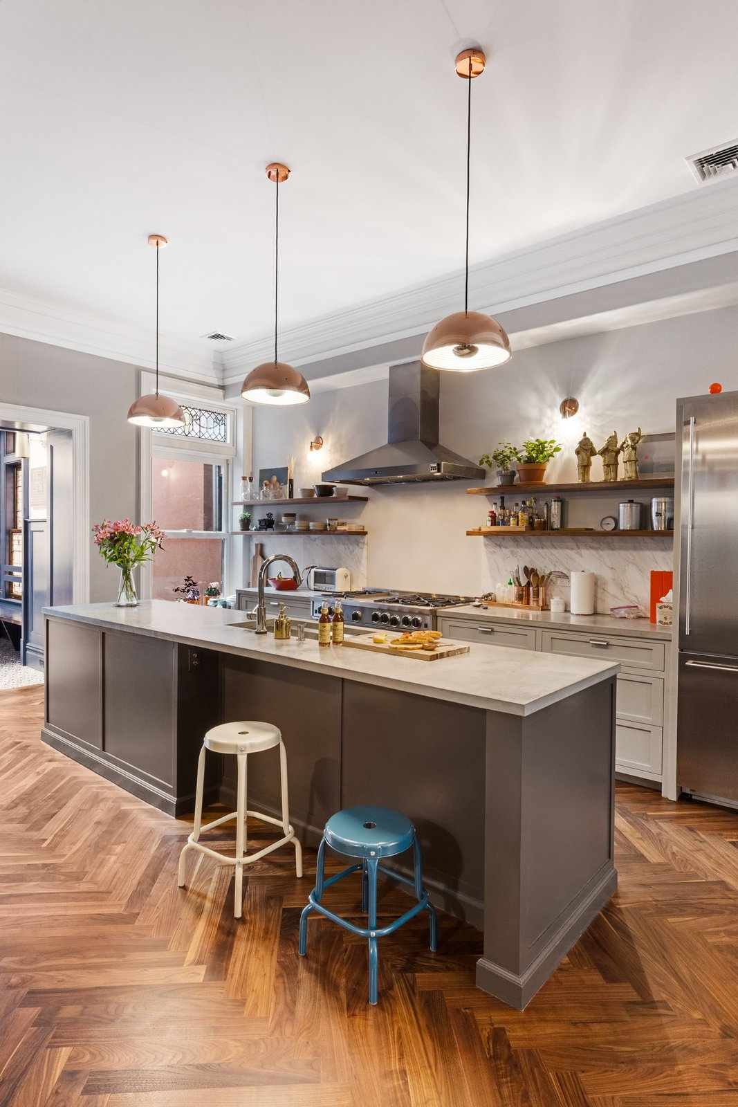 Kitchen  A LONG TOWNHOUSE SETS THE RIGHT FLOW FOR MODERN LIVING (PART 2, SWEETEN project) by Photo by Pixy