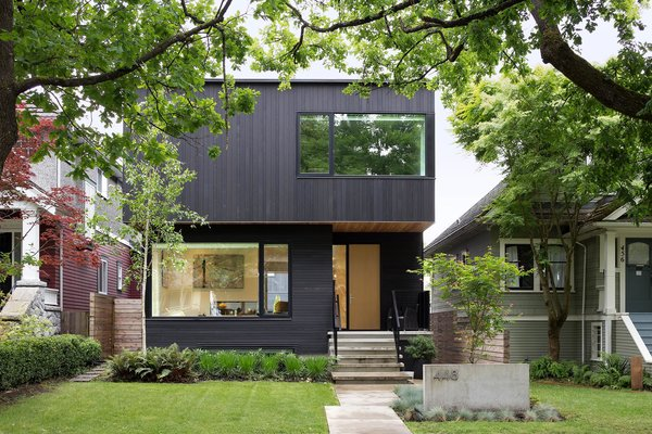 Exterior of Pink House from the street. The entryway is recessed to enhance the spatial notion of soild and void.