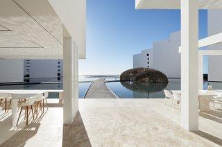 An Exquisite Beach Resort on Baja California Sur Lies Where the Water Meets the Horizon