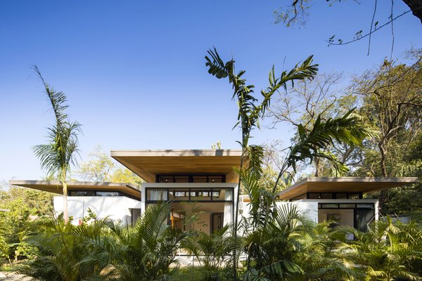 Each villa is composed of a series of spaces, varying from two to three bedrooms, and offers different views out to the ocean. Overlapping timber roofs made from recycled teak planks and built by local craftsman provide shade from the powerful sun.
