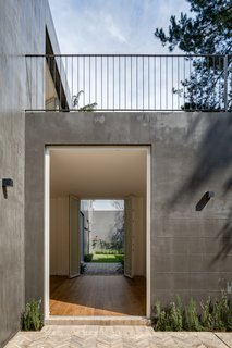 Delightful Material Contrasts Define a Courtyard Home in Mexico City - Photo 4 of 10 -