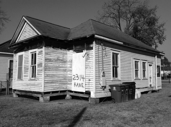A Victorian Cottage in Houston Finds New Life as a Local Firm's Office - Photo 2 of 13 -