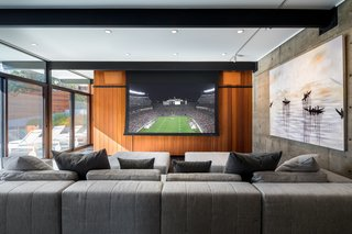 A drop-down projection screen provides plentiful entertainment options.