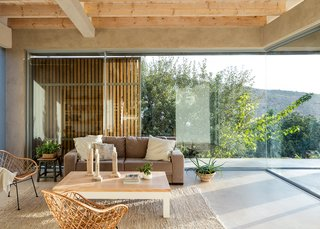Expansive glazing provides continuous visual connections to the outdoors.