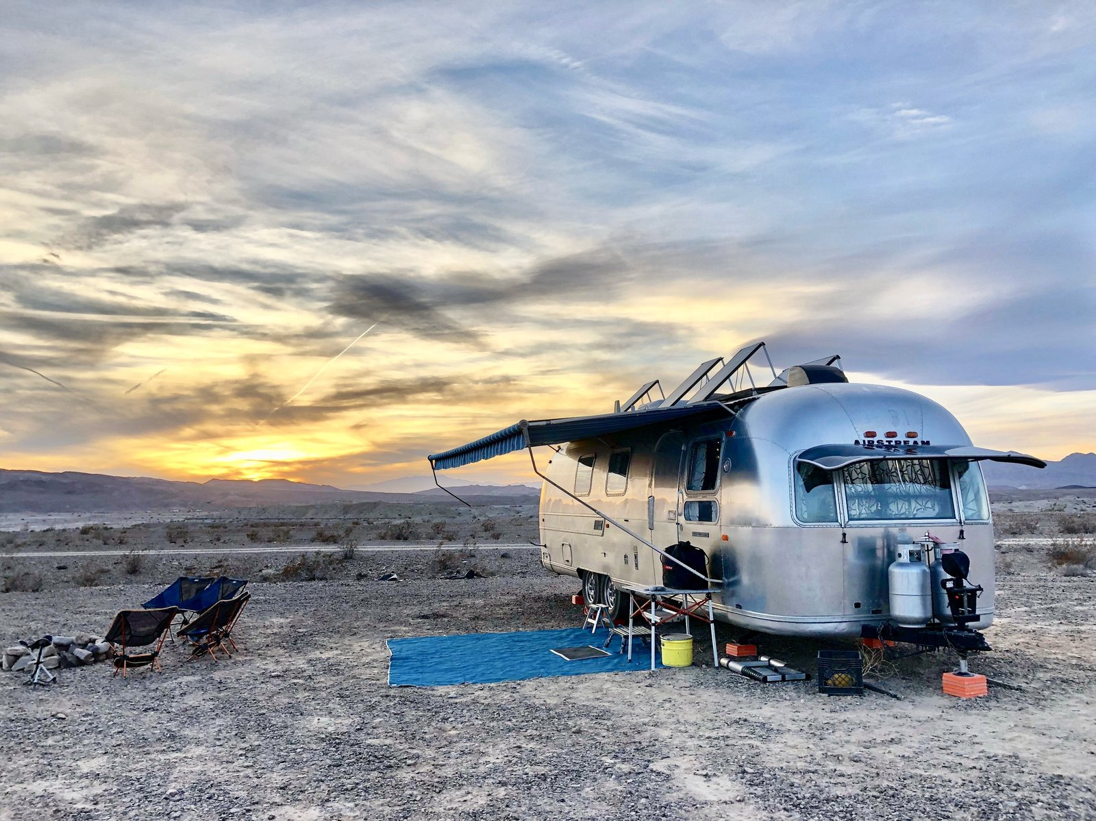 A 1970s Airstream Is Revamped Into an Off-Grid Home For Six