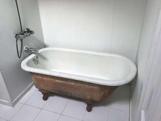 The designers kept the existing clawfoot tub for use in the new design.