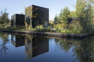 A Dutch Tiny Home Is a Serene Lakeside Retreat