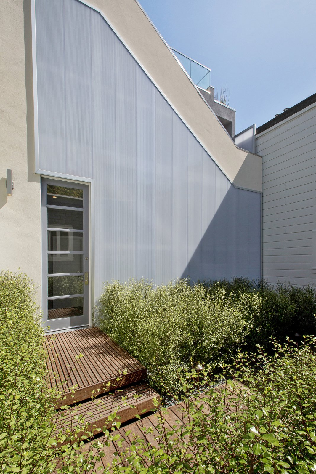 Outdoor, Shrubs, Back Yard, and Hardscapes  LEED Platinum House in SF by DNM Architecture