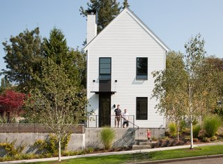 Top 5 Homes of the Week With Stunning Black, White, and Gray Facades - Photo 5 of 10 -